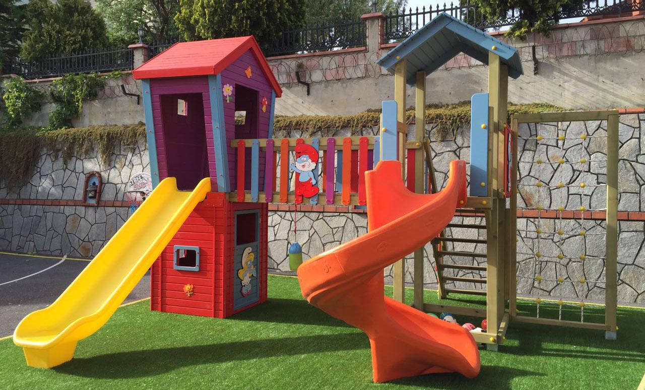 ahşap-plastik-çocuk-oyun-evi-şirin-babalı