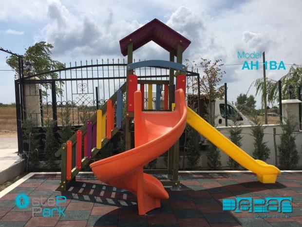 İki Kaydıraklı Ahşap Plastik Çocuk Oyun Parkı