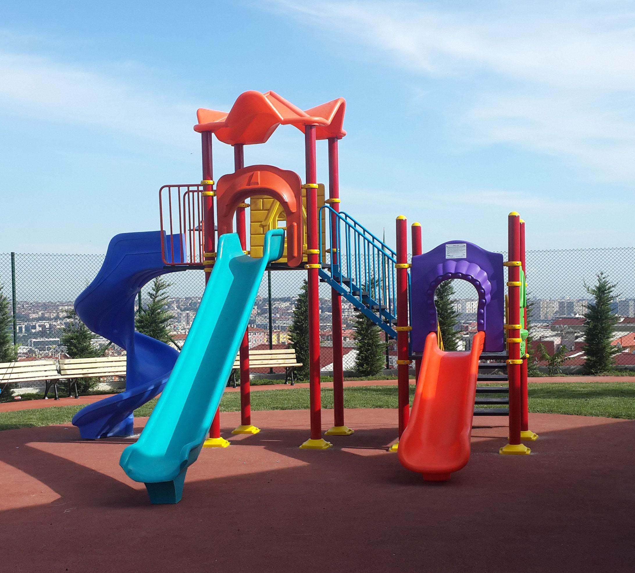 İki kule metal plastik oyun parkı