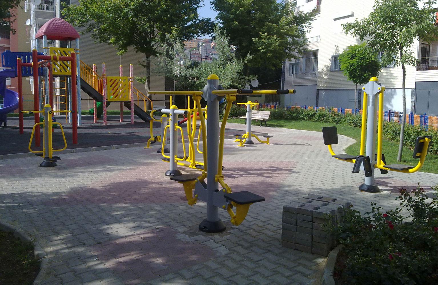 Maltepe belediyesi açık alan park  spor aletleri